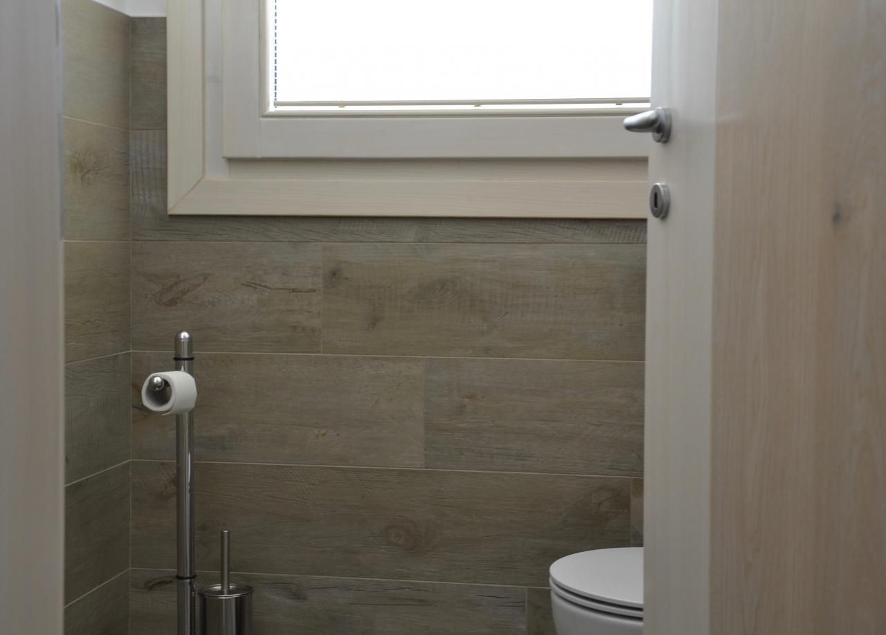 Bagno gres effetto legno best bagno gres effetto legno - Piastrelle bagno legno ...