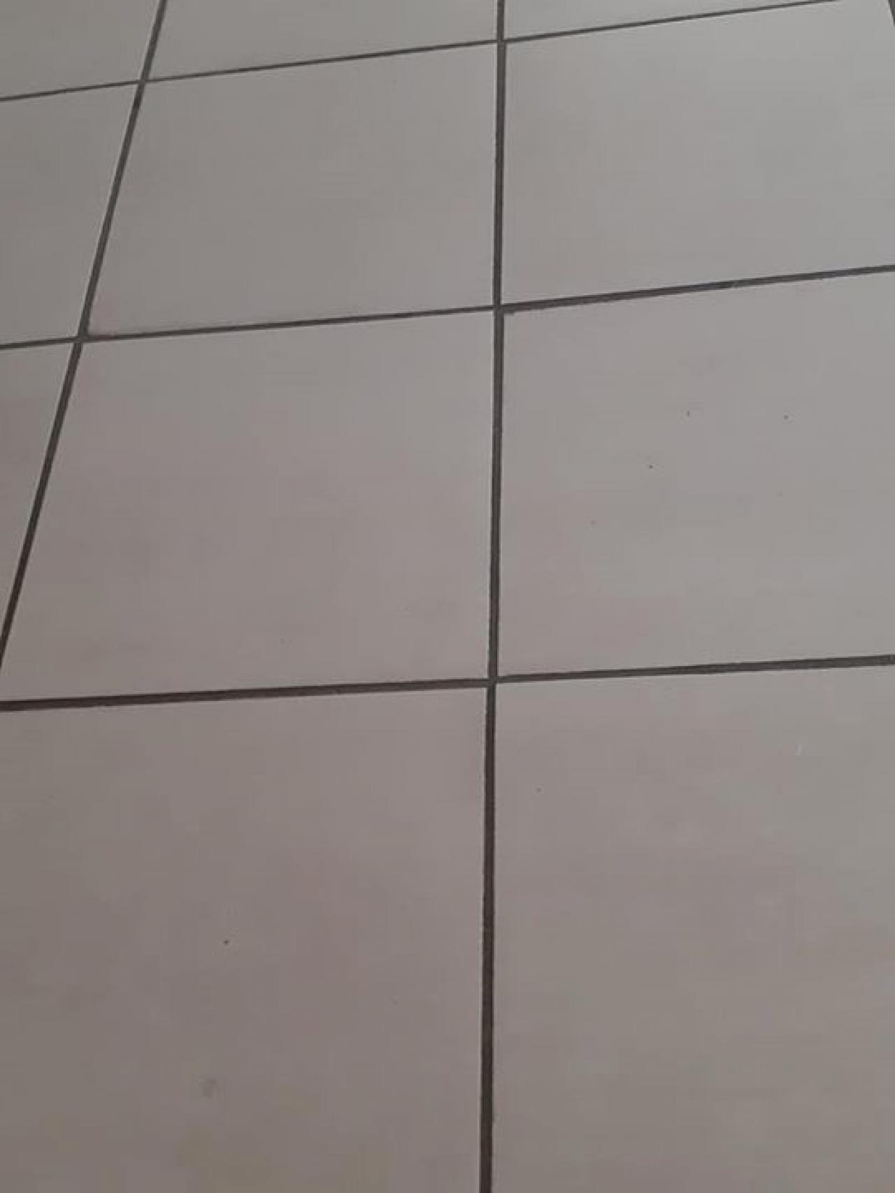 Posa Piastrelle 30X60 A Correre larghezza delle fughe non regolare: causato da piastrelle o