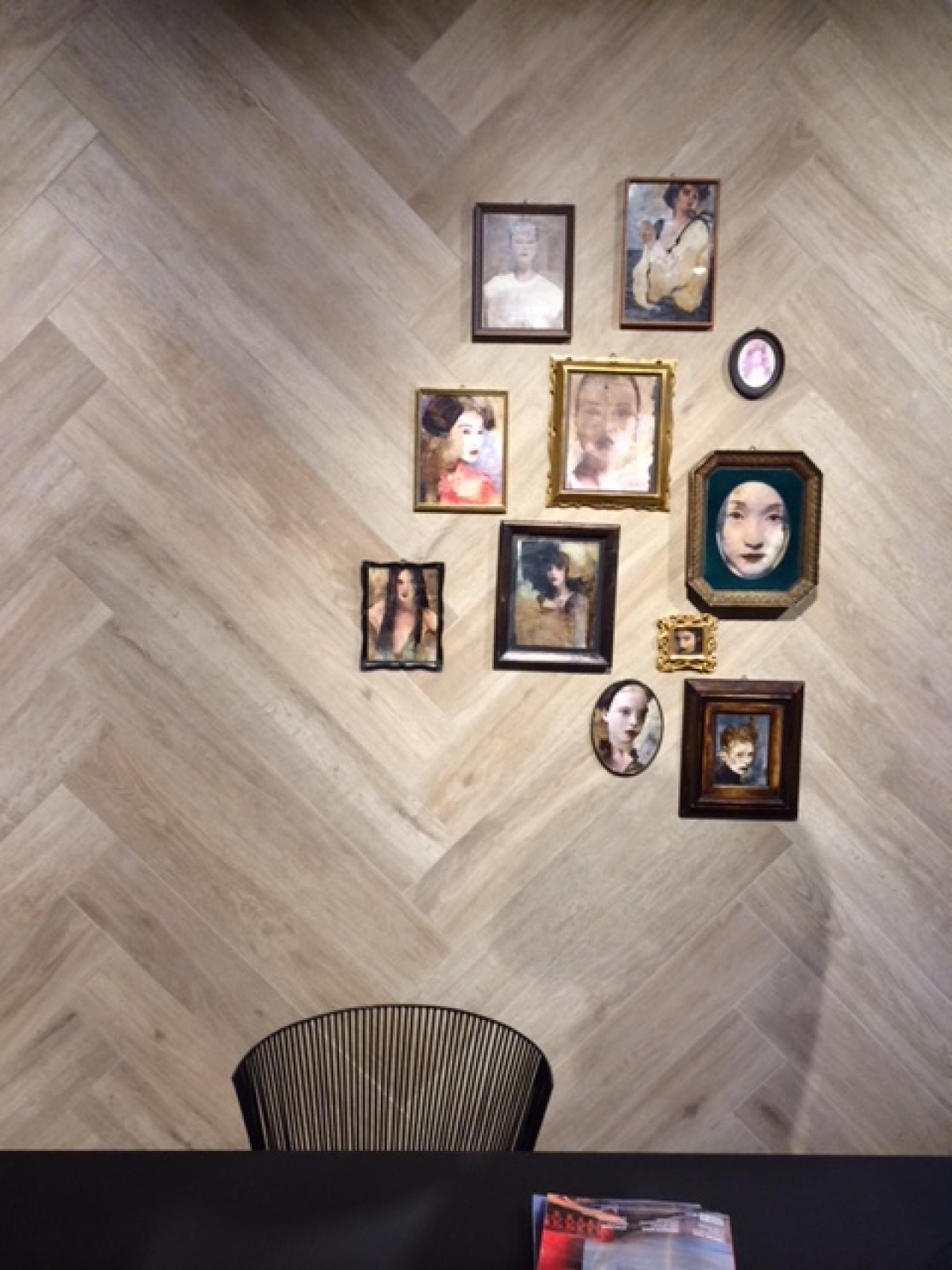 Gres effetto legno soggiorno with rivestire parete in legno - Rivestire parete in legno ...