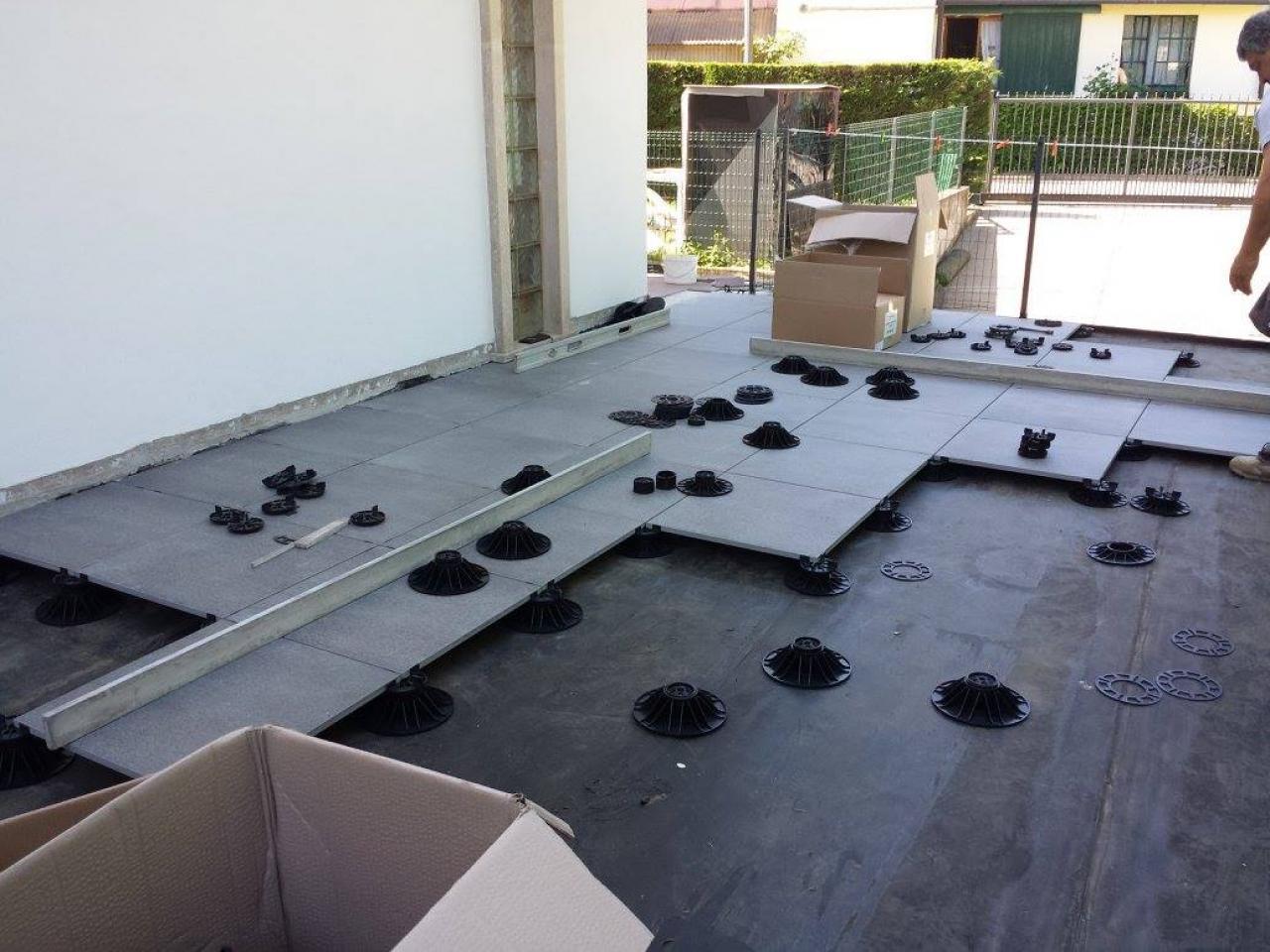 Pavimenti in piastrelle di ceramica e gres a vicenza e - Pavimenti galleggianti da esterno ...
