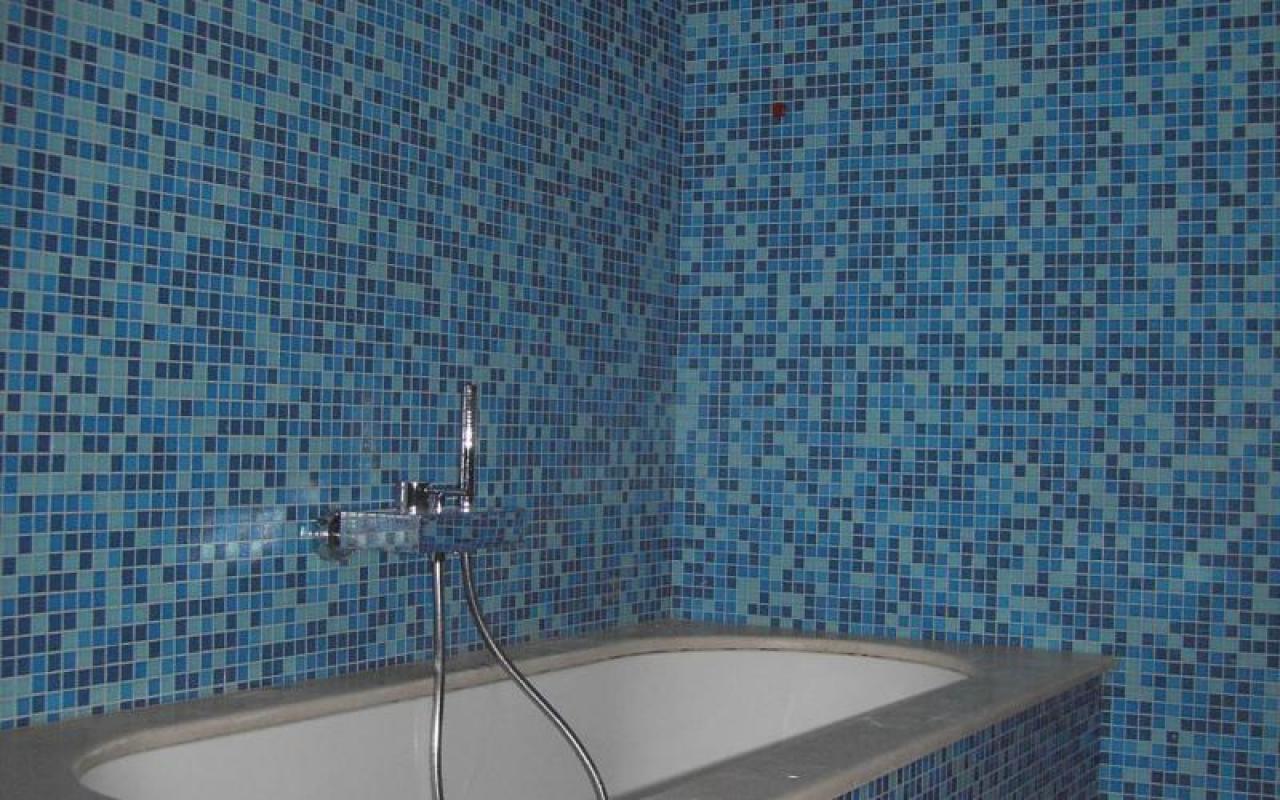 Bagni Blu Mosaico : Foto bagno con mosaico blu di rossella cristofaro