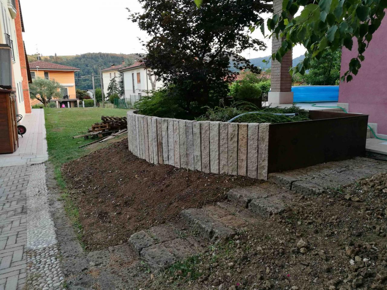 affordable palizzata in pietra per un giardino a vicenza On palizzate per giardino