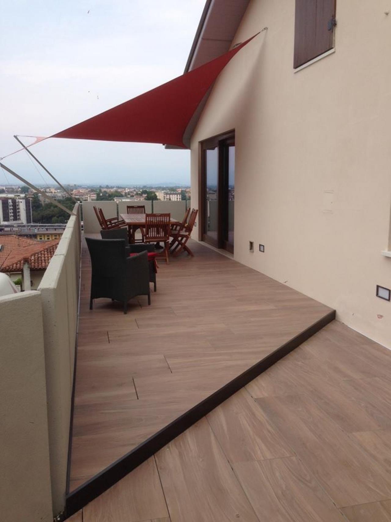 Pavimenti in legno per esterno a vicenza e a verona for Pavimenti terrazzi