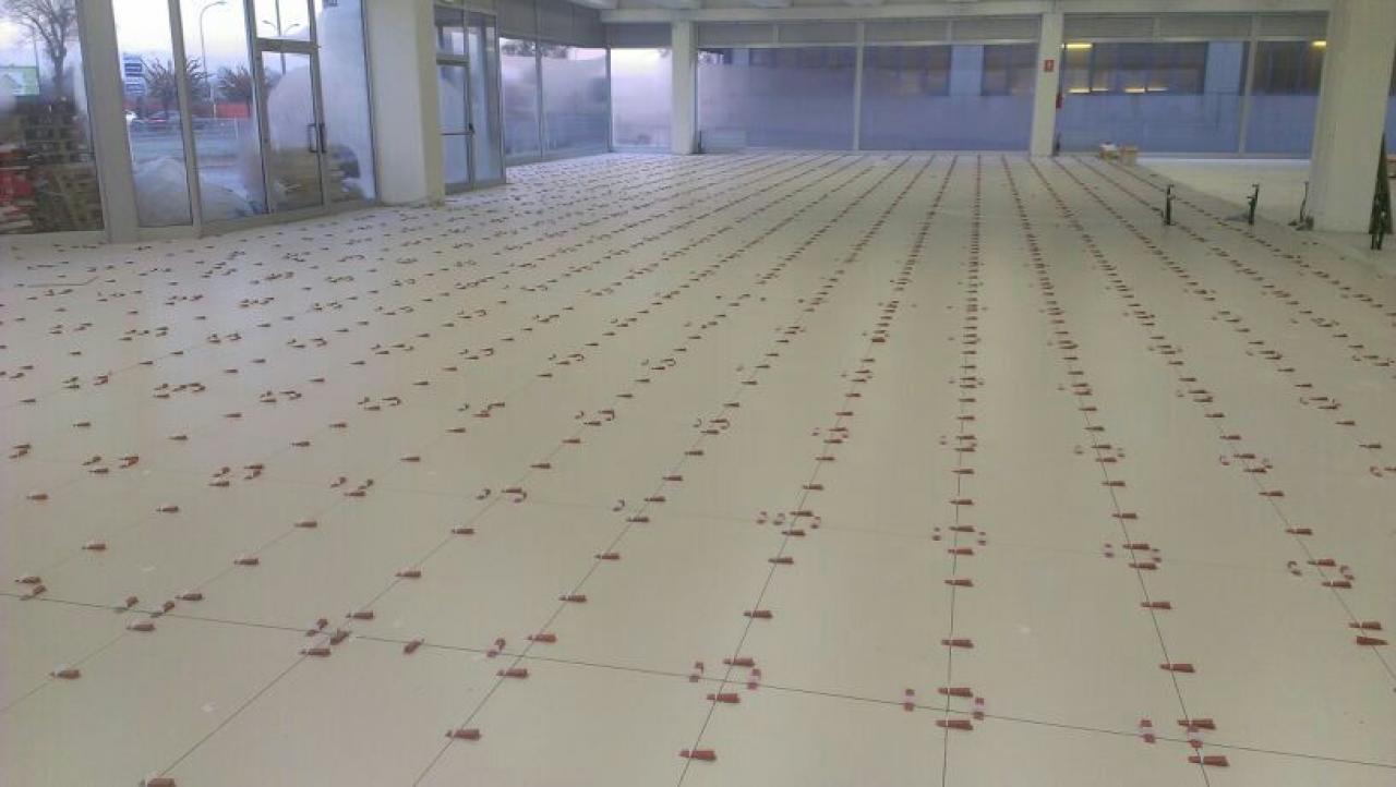 Pavimento per negozio maserati rimodernata la sede di vicenza