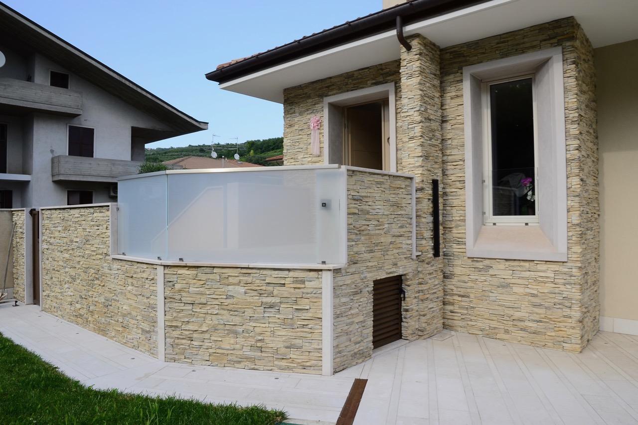 Rivestimento pietra esterno casa il miglior rivestimento per facciate ecco come sceglierlo - Una piastrella policroma per rivestimenti ...