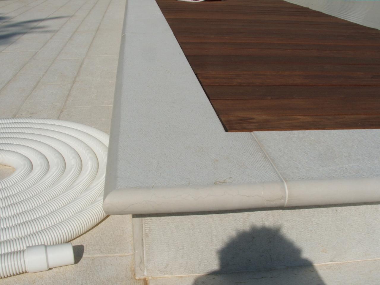 Piscina: pavimenti e rivestimenti. realizzazione a lonigo vicenza