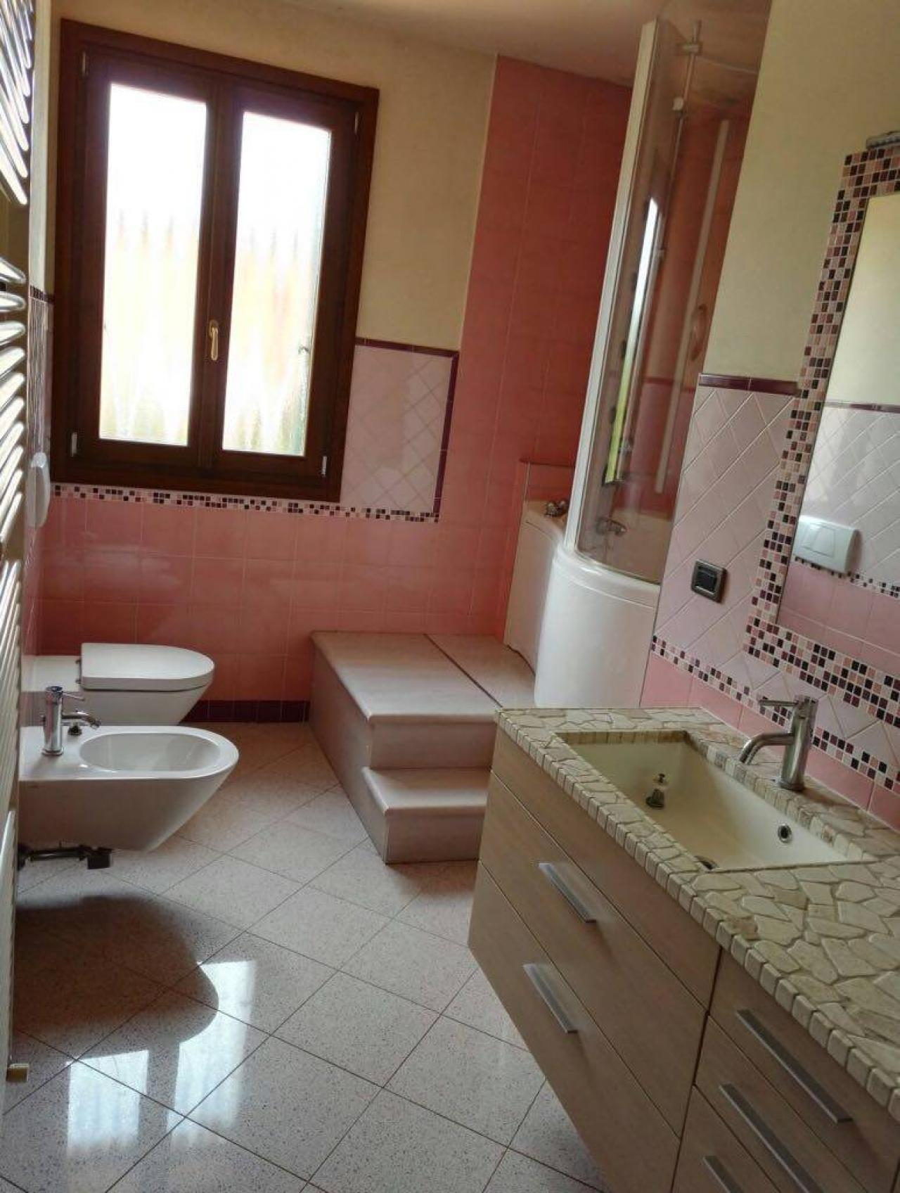 Rivestire il bagno con la resina trasformarlo senza demolirlo fratelli pellizzari - Resina in bagno ...