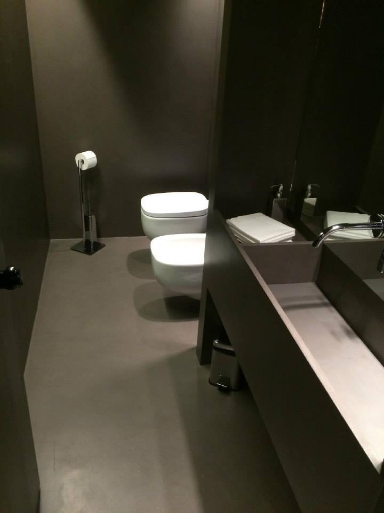 Resina kerakoll per pavimenti e rivestimenti vicenza - Resina pareti bagno ...