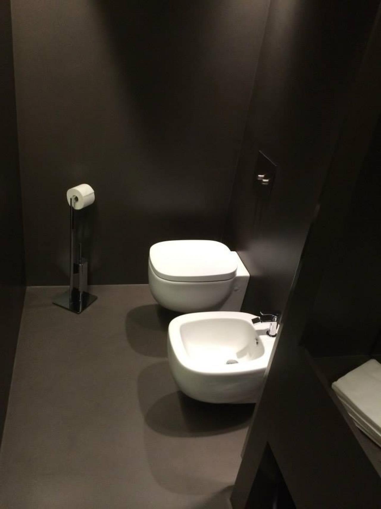 Resina kerakoll per pavimenti e rivestimenti vicenza - Rivestimenti bagno in resina prezzi ...