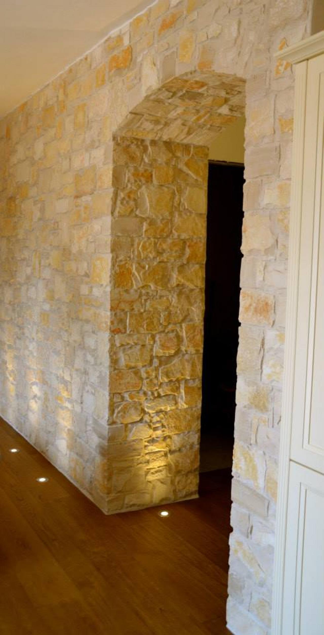 Rivestimento Di Una Parete In Pietra Allu0027interno Di Una Casa A Sbrendola  (Vicenza