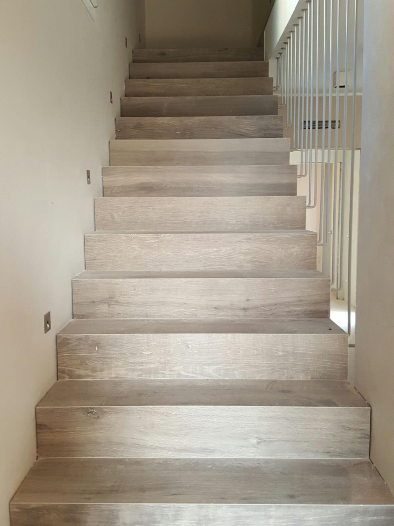 Rivestimenti Scale Interne Gres Porcellanato scala interna di casa: legno, marmo, gres, pietra