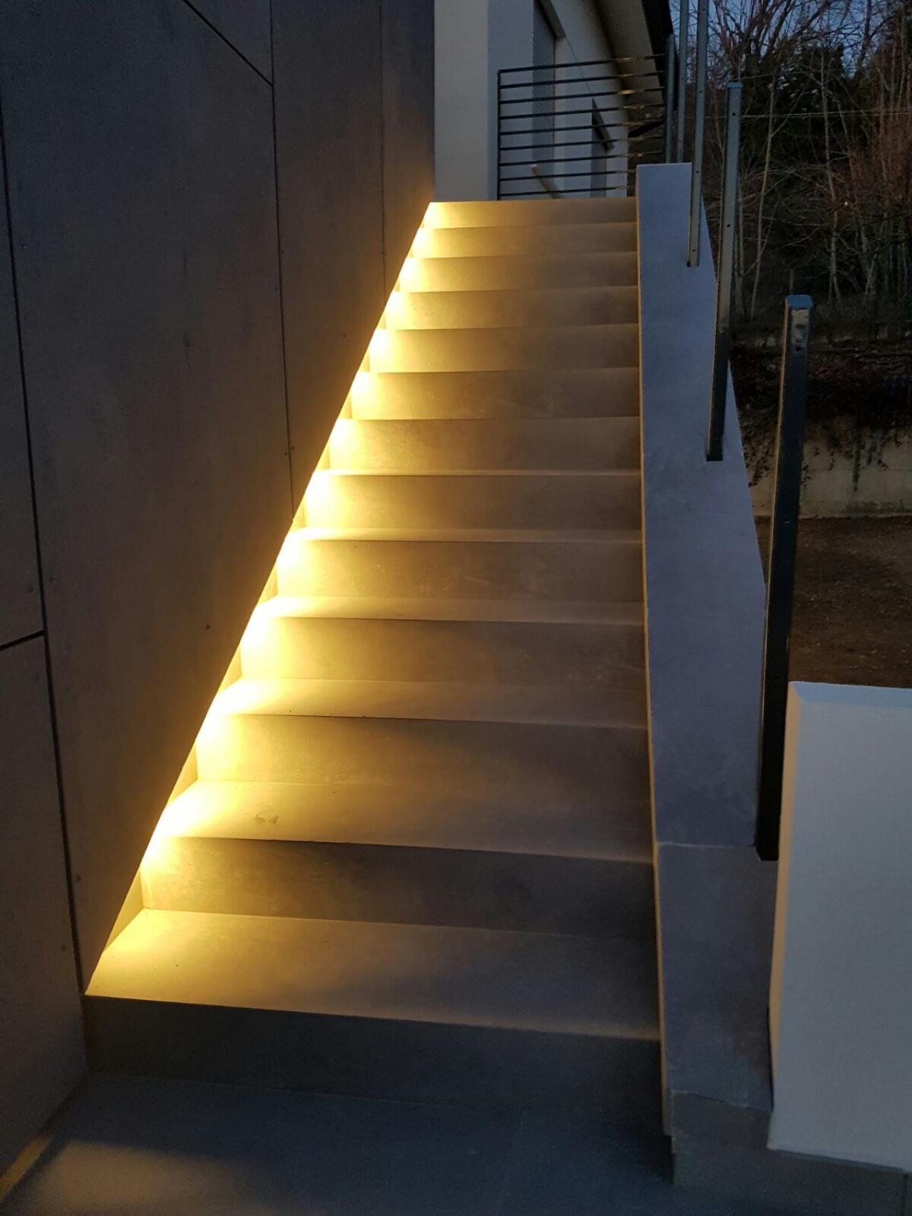 Scale interne di case tra vicenza e verona fratelli pellizzari - Case illuminazione scala interna ...