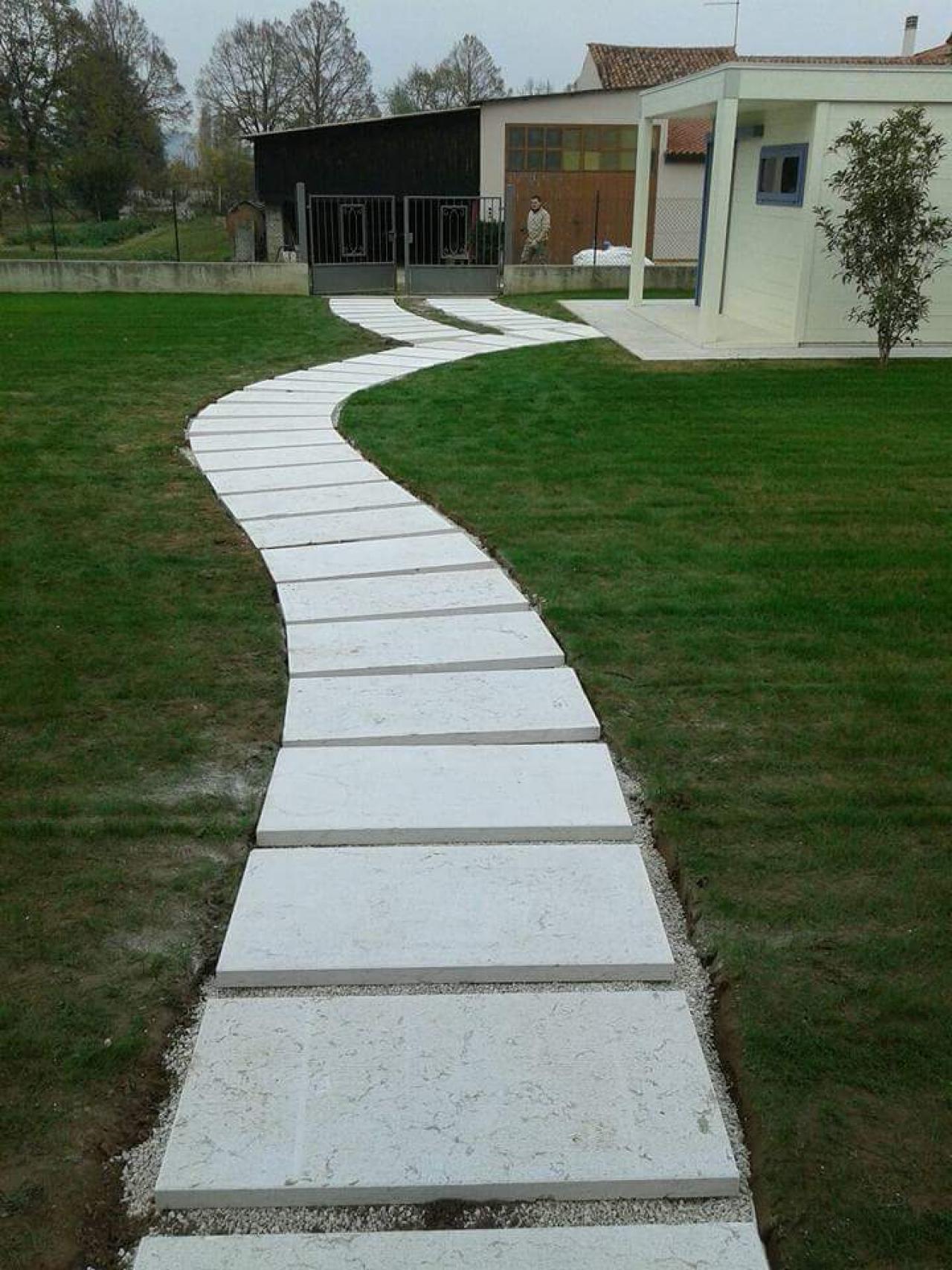 Posa Pavimento A Secco Giardino pietra lessinia: vialetto in giardino realizzato a vicenza