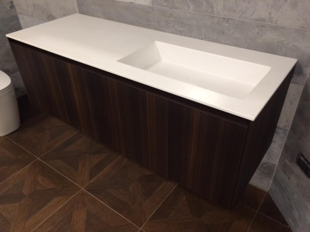 Vasca Da Bagno Corian Prezzi : Mobile bagno legno eucalipto piano corian prezzo outlet vicenza