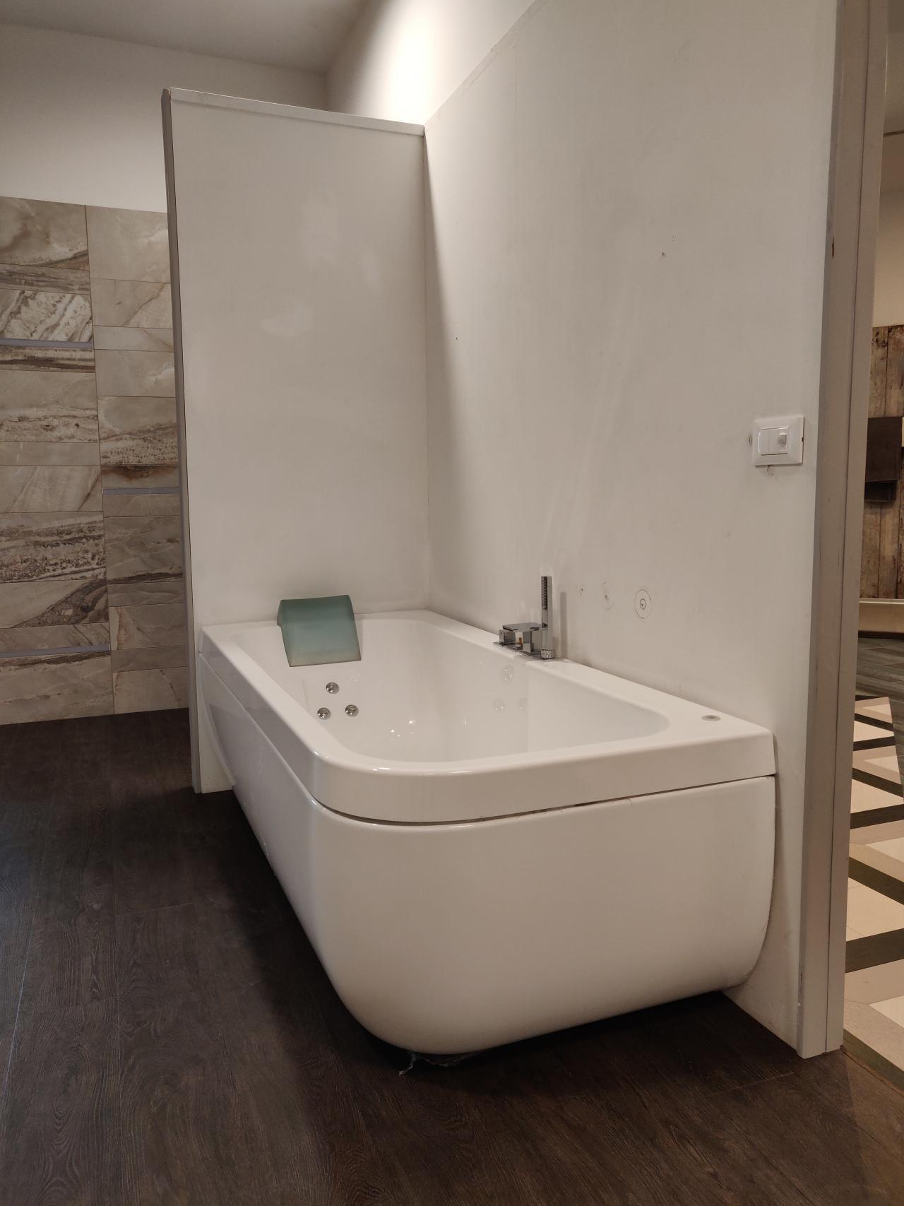 Vasca idromassaggio Jacuzzi, prezzo outlet Vicenza | Fratelli Pellizzari